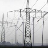 En voldsom udbygning af det europæiske netværk af højspændingsmaster og elkabler er lige så centralt for den grønne omstilling som en kraftigt øget satsning på lagring af energi fra vind og sol.