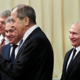 Russiske politikere og medier jubler over, at Robert Mueller ikke har fundet beviser for en amerikansk-russisk konspiration. Også selv om rapporten ikke frikender Rusland fra påvirkning det amerikanske præsidentsvalg. Her Ruslands præsident, Vladimir Putin, sammen med Kreml talsmand, Dmitij Peskov, og to ministre.