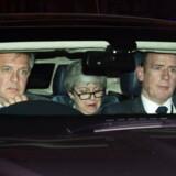 Theresa May på vej hjem efter nattens store nederlag. Chaufføren styrer hendes limousine, og parlamentet styrer dagsordenen i parlamentet.