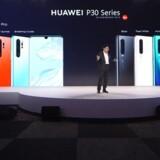 P30 Pro og P30 er de nye toptelefoner i Huaweis sortiment, og der bliver satset massivt på gode kameraer. Her Huaweis mobilchef, Richard Yu, ved præsentationen i Paris tirsdag eftermiddag. Foto: Huawei
