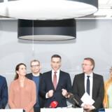 Erhvervsminister Rasmus Jarlov (mf.) og de tilstedeværende ordførere i den finansielle forligskreds afholdt pressemøde i Erhvervsministeriet, hvor de præsenterede en styrkelse af indsatsen mod finansiel kriminalitet. Foto: Philip Davali/Ritzau Scanpix
