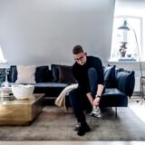 TV-vært og autodidakt møbeldesigner, Emil Thorup, inviterer ind i sin lejlighed på Nikolaj Plads og viser de fem ting, der først ville blive reddet, hvis hjemmet brændte.