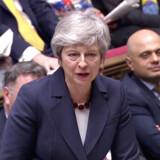 Premierminister Theresa May i parlamentet onsdag - endelig har hun fået de hidtil så uforsonlige brexiteers i tale. Men prisen er skyhøj.