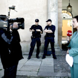 TV2s reporter og vært Janni Pedersen har skrevet en krimi sammen med sin mand, Kim Faber, der er journalist på Politiken. Det samme gælder TV Avisens Finn Halfdan.