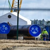 Arkivfoto. Men work at the construction site of the so-called Nord Stream 2 gas pipeline in Lubmin, northeastern Germany, on March 26, 2019.