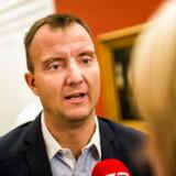 Dansk Folkepartis medieordfører, Morten Marinus, er overbevist om, at Danmarks anden landsdækkende taleradio bliver bedre, hvis den mestendels bliver produceret i Vestdanmark: »Det er også et spørgsmål om, at sjællændere og københavnere også får at vide, hvordan tingene hænger sammen i resten af landet,« siger han.