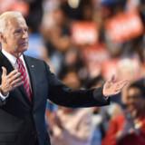 Joe Biden indikerede i marts selv, at han stiller op som præsidentkandidat ved en partisammenkomst. Også avisen The Wall Street Journal mener at vide, at han stiller op (Arkivfoto). Nicholas Kamm/Ritzau Scanpix