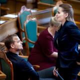 Efter et valg vil Mette Frederiksen være afhængig af andre end sine egne for at sikre sig statsministerposten. Herunder en stribe partier, der står et helt andet sted udlændingepolitisk. Det er dét, Morten Østergaard på stærkest mulige vis nu gør opmærksom på med sin trukne pistol mod oppositionens leder.