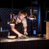 Grundtonen i køkkenet er båret af »fuldfed fransk bas« i Restaurant Mastek på Dampfærgevej.