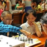 Det danske iværksætterfirma Gravity Board Games har sparket døren ind til det kinesiske marked med en officiel undervisningstilladelse til at bruge spillet i 250.000 kinesiske mellemskoler.