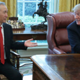 Den amerikanske præsident, Donald Trump, mødtes torsdag med Kinas vicepremierminister, Liu He, for at forhandle om en handelsaftale. Jonathan Ernst/Reuters