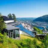Der er en flot udsigt over Bergen fra Fløyen, et af de syv byfjelde.
