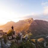 Man kan gå hele vejen fra Cape Town til Kap Det Gode Håb på Afrikas sydligste spids på ryggen af bjergkæden gennem Cape-halvøens nationalpark.