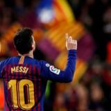 Lionel Messi spiller stadig spillet derude på sin helt egen planet, millioner af lysår væk. Her i lørdagens kamp mod Atletico Madrid på Camp Nou.