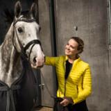 Camilla Blicher Mitchell er adm. direktør for medievirksomheden Zibrasport. Hun er tidligere eliterytter og kom på det danske landshold allerede som 15 årig. Hun mener ikke, at en lang uddannelse er nok i sig selv til at nå i mål på et højt niveau. I dagens konkurrenceprægede samfund kræves der en mere holistisk og målrettet tilgang til opgaverne, vurderer Camilla Blicher Mitchel og peger på, at hendes tid som rytter har udviklet givet hende særlige egenskaber.
