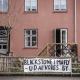 Rasmus Hougaard Nielsen skriver om den amerikanske kapitalfond Blackstone: »I stedet lader vi udenlandske kapitalfonde smadre vores økonomi ved at lade dem opkøbe danske ejendomme og pumpe boligpriserne i vejret med spekulative valutaindsprøjtninger.«