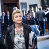 Fiskeriminister Eva Kjer Hansen (V) har fået skarp i kritik i sagen om et såkaldt forsøgsfiskeri ved Storebælt. Her ses hun ved det hasteindkaldte samråd onsdag eftermiddag.