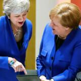 EU-topmødet var præget af en bedre stemning end tidligere Brexit-topmøder. Hvor Theresa May tidligere har virket isoleret inden mødernes begyndelse, gjorde kansler Merkel meget ud af at inddrage hende i »small talk« og sågar muntre bemærkninger.
