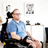 Cirka 1.800 personer i Danmark har diagnosen primær progressiv sklerose. Medicinrådet har kun valgt at anbefale den omkostningstunge medicin Ocrevus – som formentlig kan udsætte sygdommen – til sklerosepatienter under 45 år med en vis invalideringsgrad og sygdomsvarighed. Det svarer til mellem 200 og 300 personer. 47-årige Jimmi Poulsen er diskvalificeret.