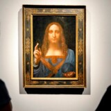 »Salvator Mundi« betyder »Verdens frelser«. Det 66 cm høje oliemaleri forestiller Jesus Kristus og er angiveligt malet omkring år 1500.