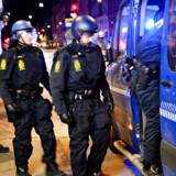 Politi afspærrer Solitudevej på grund af brand under uroligheder på Nørrebro i København, efter at den kontroversielle partistifter Rasmus Paludan har afholdt demonstration i området søndag den 14. april 2019.