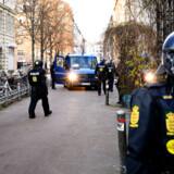 Trods de uroligheder, der brød ud på Nørrebro i København søndag, planlægger Rasmus Paludan at afholde endnu en demonstration på Blågårds Plads tirsdag. Philip Davali/Ritzau Scanpix