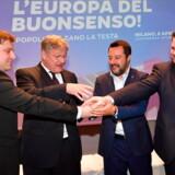 Italiens Matteo Salvini står i spidsen for en ny højrenational fraktion, som forleden samlede ligesindede i Milano. Fra venstre er det Olli Kotro fra De Sande Finner, Joerg Meuthen fra tyske Alternative für Deutschland, den italienske indenrigsminister, Matteo Salvini, samt danske Anders Vistisen fra Dansk Folkeparti.