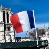 Den katastrofale brand i Notre Dame samlede for en stund franskmændene, men nu vækker den sociale slagside i indsamlingen af midler til genopbygning af katedralen forargelse.