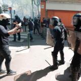 Sidste lørdag endte De Gule Vestes protester igen med voldelige sammenstød mellem demonstranter og politi som her i sydfranske Toulouse. Stressede betjente, der også er presset af et permanent forhøjet terrorberedskab, begår selvmord som aldrig før.
