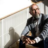 Som otteårig klassisk musiknørd i et »lidt rådt miljø« på Amager følte Michael Bojesen sig både malplaceret og ensom. Derfor betød det meget at møde ligesindede i Berlingskes musikkonkurrence, fortæller han – her fotograferet i Malmö Opera, hvor han har været chef siden 2016.