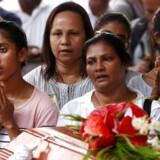 Deltagere i en massebegravelse to dage efter serien af bombeangreb i Sri Lanka. St. Sebastian kirken i Negombo. Foto: Thomas Peter/Reuters/Ritzau Scanpix