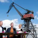 De Radikales finansordfører, Martin Lidegaard (til venstre), advarer i dagbladet Børsen mod at lempe låneregler for boligkøb i de store byer, og på Twitter kalder partiets nummer to, Sofie Carsten Nielsen (til højre), det »top uansvarligt«.