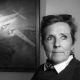 SAS-pilot Agnete Schrøder klagede til Trafikstyrelsen over en mangelfuld undersøgelse på styrelseslægens klinik. Den nu politianmeldte styrelseslæge, SJ, blandede sig i strid med reglerne i klagen, og som konsekvens fik Agnete Schrøder inddraget sin flyvetilladelse.