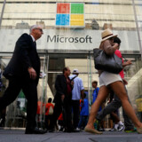 Microsoft står til at få en markedsværdi på over 1.000 milliarder dollar, når markedet åbner torsdag. Foto: ReutersCarlo Allegri/Ritzau Scanpix