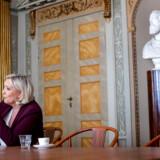 Interviewet Marine Le Pen finder sted i »de gamle stuer« på Berlingske. »Dronningen« af det højrenationale Europa nikker anerkender til oplysningen om, at avisens dækning af Den Franske Revolution sidst i 1700-tallet blev besluttet her.