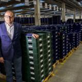 Udskiftningen af Schulstads 800.000 traditionelle blå brødkasser med grønne kasser i genbrugsplast fra skrottede affaldsspande er indledt. Ifølge adm. direktør for Lantmännen Schulstad i Danmark, Allan Christiansen, kommer udskiftningen til at tage ti år og vil, når den er fuldt gennemført, spare miljøet for 1.400 ton plastik om året. Foto: Niels Ahlmann Olesen/Ritzau Scanpix