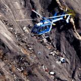 Et tysk Germanwings-fly forulykkede mod en klippevæg i de franske alper i 2015, efter hvad der angiveligt var en bevidst handling fra andenpiloten, som menes at have været psykisk ustabil. Efter ulykken har både fysiske og psykiske helbredstest af piloter været særligt vigtige. Arkivfoto: Gonzalo Fuentes/Reuters/Ritzau Scanpix
