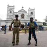 Sri Lankas myndigheder frygter, at terrorister vil slå til igen. Politiet har udpeget fem steder, hvor man særligt frygter angreb.