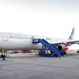 SAS-piloterne strejker på fjerde dag, og der er ikke umiddelbart udsigt til, at flyene kommer i luften hverken mandag eller tirsdag.