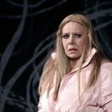 Kirsten Olesen som luder forsøger at få hul igennem til erkendelserne i »De fulde«.