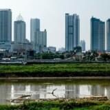 Jakarta synker i høj hastighed. Det høje forbrug af grundvand får jorden under byen til at falde sammen.