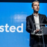 (ARKIV) Administrerende direktør Henrik Poulsen afslører selskabets navneskift fra DONG til Ørsted på et pressemøde i hovedkvarteret i Gentofte i oktober 2017. (Foto: Mads Claus Rasmussen/Scanpix 2018)