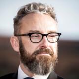 Transport-, bygnings- og boligminister Ole Birk Olesen har siden 2017 været opmærksom på kritik af en ansvarlig styrelseslæges dobbeltrolle.