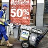 Privatforbruget er drivkraften i britisk økonomi, men evige brandudslag og butiksdød er dagligdagen for den britiske detailsektor.