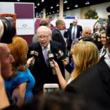 »Oraklet fra Omaha« – alias Warren Buffett – til det store træf i 2018. Den årlige generalforsamling samler op til 30.000 hvert år, der kommer for at se giraffen og lytte til hans investeringsråd.