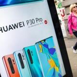 Huaweis nye P30 Pro er blevet en storsællert siden lanceringen og bidrager til fremgangen, hvor næste mål nu er at overhale Samsung. Arkivfoto: Tolga Akmen, AFP/Ritzau Scanpix