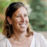 Susan Wojcicki, som er vist på billedet, er administrerende direktør for YouTube. Hun er opdraget af en mor, der har lagt stor vægt på at gøre sine børn selvstændige og succesfulde. Nu deler moren, Esther Wojcicki, ud af sine erfaringer med opdragelsen.
