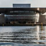 Operaen på Holmen i København er tegnet af arkitekt Henning Larsen og har Mærsk Mc-Kinney Møller som initiativtager, bygherre og mæcen. Fotograferet fra Amaliehaven.