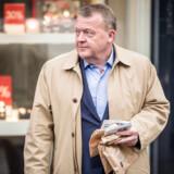 Statsminister Lars Løkke Rasmussen (V) indleder valgkampen på gaden med en uddelingsaktion ved Industriens Hus med Venstres folketingskandidat Martin Geertsen, i København onsdag den 8. maj 2019. De første meningsmålinger efter valgudskrivelse er ikke opmuntrende for Lars Løkke Rasmussen.
