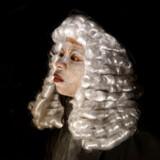 Lillian Tshabalala som den lille præriebys dommer i »Dark Noon«.